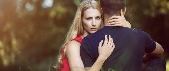 Что делать, если ваш молодой человек продолжает общаться с бывшей девушкой